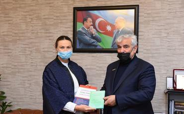 Qənirə Paşayeva 70 illik yubileyi münasibəti ilə Kamal Abdullanı təbrik edib