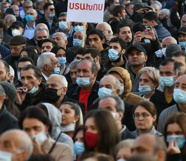 Yerevanda mitinq: Hökumətin istefası tələb edilir
