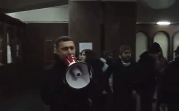 Yerevanda bir qrup etirazçı hökumət binasına daxil oldu