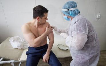 Ukrayna Prezidenti koronavirusa qarşı peyvənd olunub