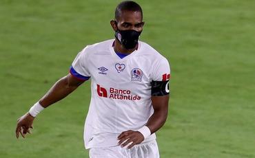 Pandemiya başlayandan maska ilə oynayan futbolçu qələbə qolunu vurub