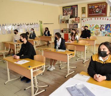 Azərbaycanda buraxılış imtahanları keçirilib
