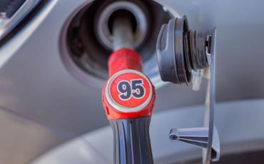 Azərbaycan yanvar-martda benzin idxalını kəskin artırıb