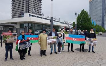 Azərbaycanlılar BMT qərargahı önündə minalarla bağlı aksiya keçiriblər