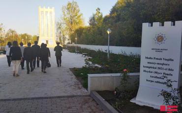 İƏT OA nümayəndə heyəti Şuşada Vaqifin məqbərəsini ziyarət edib