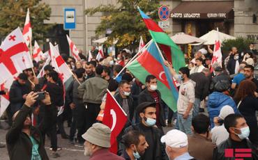 Tbilisidə müxalifət Saakaşvilinin azad edilməsi tələbi ilə mitinq keçirir
