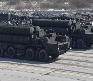 Rusiya hər il 15 milyard dollarlıq silah satır
