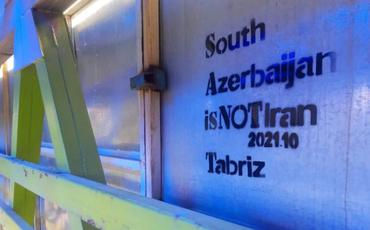 """""""Güney Azərbaycan İran deyil""""-Təbrizdə divarlara milli şüarlar yazıldı"""