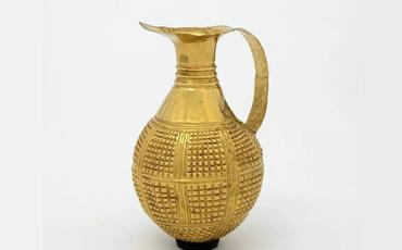 Böyük Britaniya 4250 il yaşı olan qızıl küpü Türkiyəyə qaytarıb